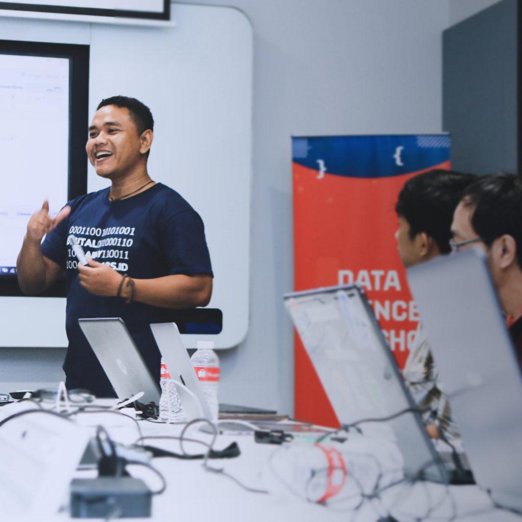 kursus belajar data science jakarta tangerang python, R studio bitlabs academy tech with shopee